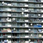 Woningcorporatie De Woningbouw gaat schotelantennes aanpakken